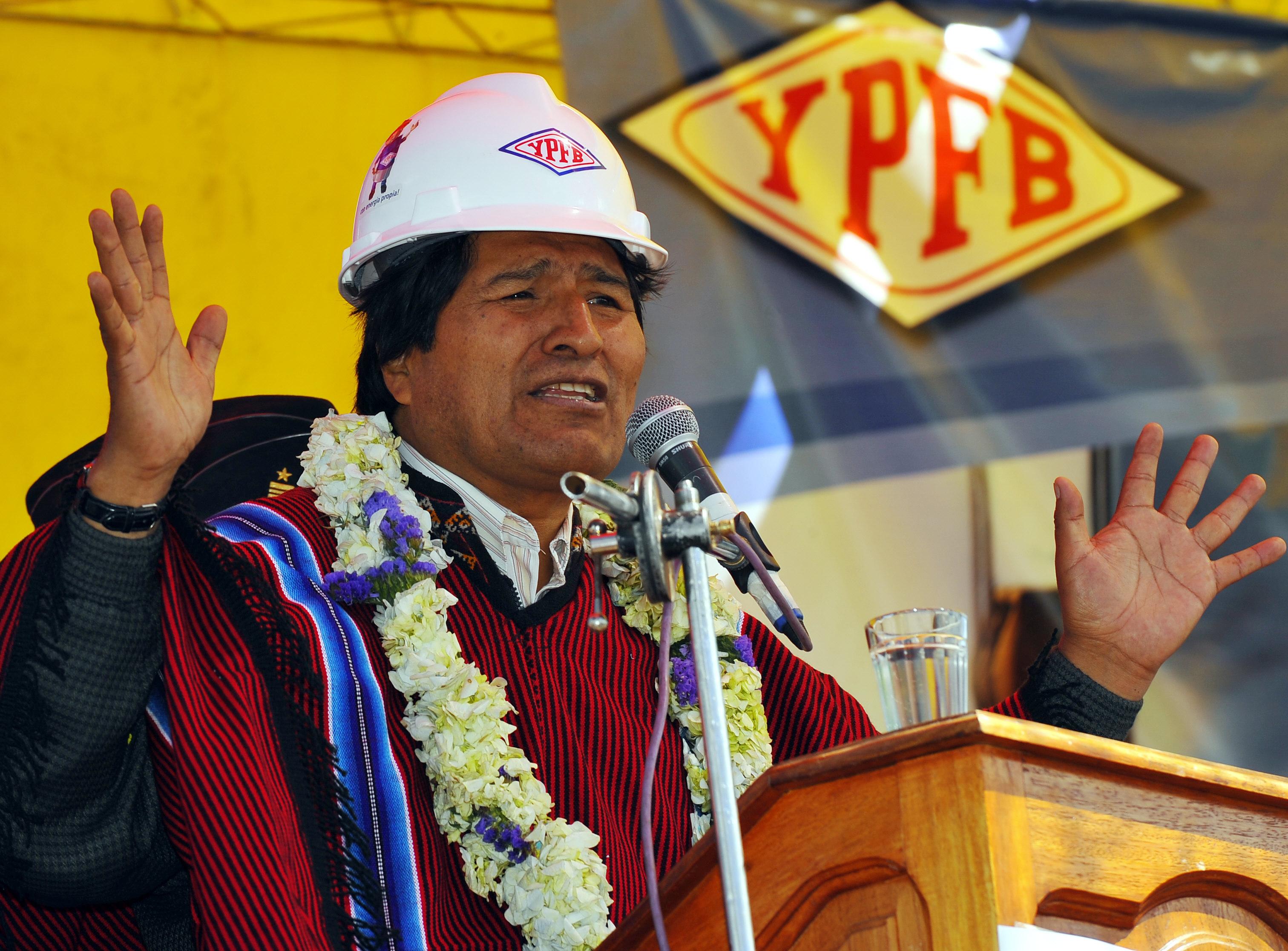 אוו מוראלס, נשיא בוליביה בטקס של חברת הנפט הלאומית