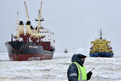 ספינה שוברת קרח באזור הנזלת הגז בימאל, רוסיה
