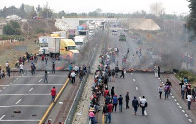 מקסיקו: כפריים חוסמים כבישים אחרי תקרית קטלנית בין הצבא לגנבי נפט