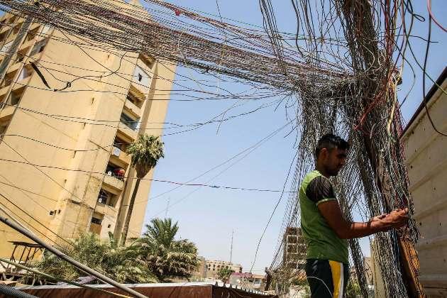 חיבורים פיראטיים ברשת החשמל בעיראק