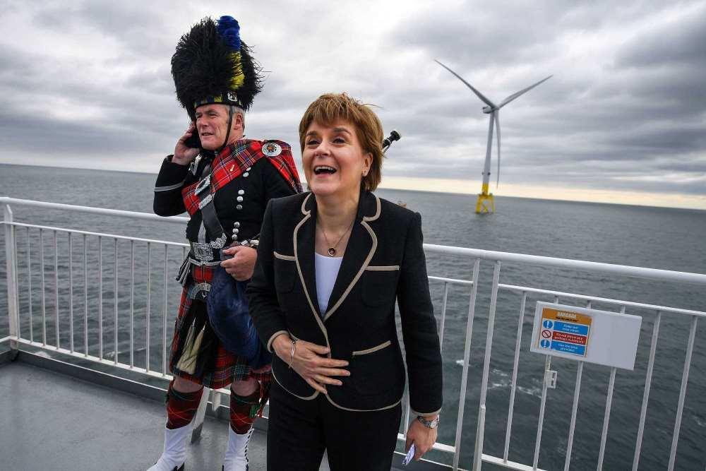 ניקולה סטורגאון, השרה הראשית של סקוטלנד בטקס פתיחה של מערך טורבינות