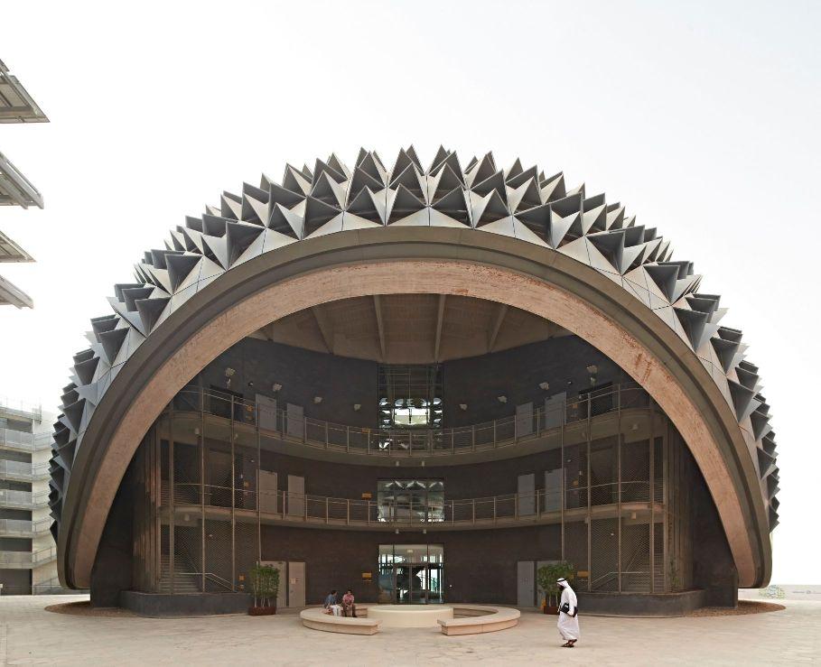 פאנלים סולאריים בדובאי