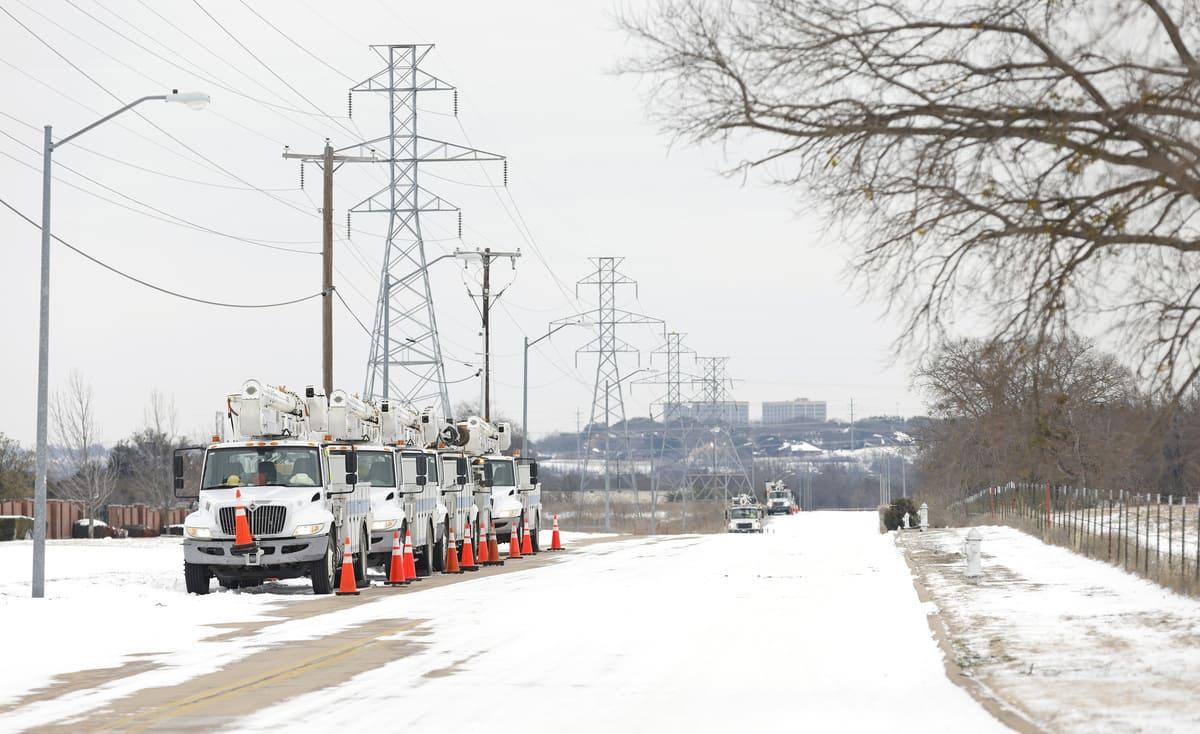 משאיות של חברת החשמל בטקסס