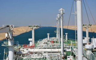 נושאת גז טבעי נוזלי חוצה את תעלת סואץ