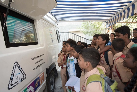 האוטובוס החינוכי סולארי בהודו