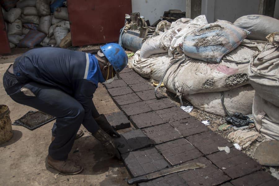 רצפות ממוחזרות באקרה